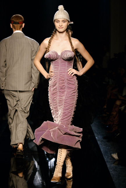 Dossier de presse | 696-04 - Communiqué de presse | The Fashion World of Jean Paul Gaultier: From the sidewalk to the catwalk - Montreal Museum of Fine Arts (MMFA) - Event + Exhibition - Crédit photo : MBAM