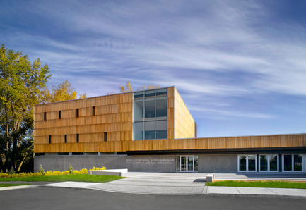 Press kit | 755-01 - Press release | The Montarville - Boucher De la Bruère Public Library - BGLA | Architecture + Design urbain - Institutional Architecture - Photo credit: Christian Perreault