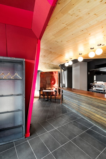 Press kit | 760-08 - Press release | Inviting civilized mayhem to the restaurant - Jean de Lessard, Designers Créatifs - Commercial Interior Design - Photo credit: Adrien Williams