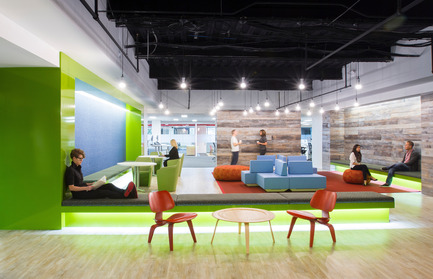 Dossier de presse | 611-13 - Communiqué de presse | Concevoir des projets audacieux et performantsRencontre avec Robin Klehr Avia etThomas Vecchione, de Gensler - Index-Design - Évènement + Exposition -                 Philips Headquarters and Lighting Application Center - Crédit photo :         Gensler