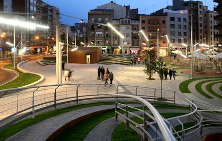 Press kit | 810-01 - Press release | Piazza Ricard Viñes - Benedetta Tagliabue -EMBT - Urban Design - Photo credit: Elena Valles