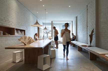 Press kit | 1124-02 - Press release | Shortlist announced for the World Interiors News Annual Awards 2014 - World Interiors News - Competition - One Hot Yoga Studio by Robert Mills Architect - Photo credit: Earl Carter