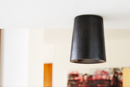 Press kit | 1191-01 - Press release | An Industry first: Terence Woodgate's lighting collection 'Solid' packaged with Bluetooth-controlled LED light bulb. - Terence Woodgate - Lighting Design -  Solid by Terence Woodgate <br>Downlight Cone Black Oak - Photo credit: Terence Woodgate