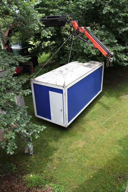 Dossier de presse | 1171-02 - Communiqué de presse | Countdown to the opening of BIO 50, the Biennial of Design in Ljubljana, Slovenia - Museum of Architecture and Design (MAO), Ljubljana - Event + Exhibition - Setting up the container_Affordable Living - Crédit photo : Tomislav Vidović