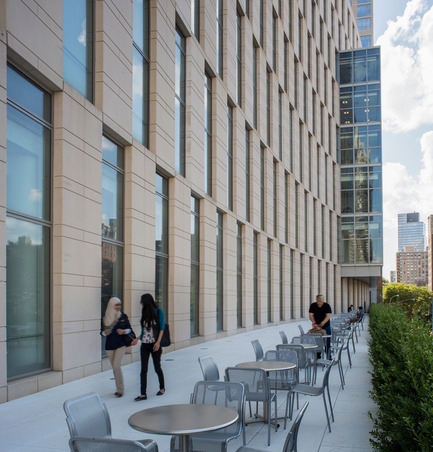 Press kit | 1204-01 - Press release | New Fordham Law School by Pei Cobb Freed & Partners to be Dedicated on September 18 - Pei Cobb Freed & Partners Architects LLP - Institutional Architecture - North terrace, second floor - Photo credit: Paul Warchol