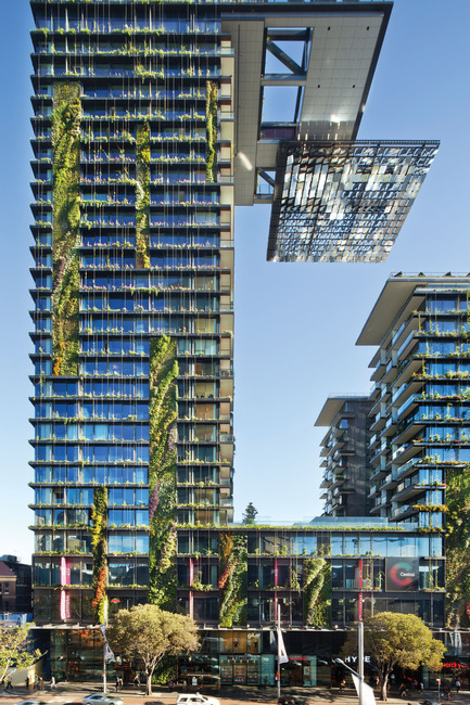 Press kit | 1028-04 - Press release | Announcing the winners of the LEAF Awards 2014 - LEAF International - Competition -  Best Sustainable Development of the Year & Overall Winner<br>Ateliers Jean Nouvel and PTW Architects, One Central Park, Sydney, Australia  - Photo credit:    Photo courtesy LEAF Awards