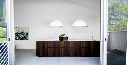 Press kit | 1045-02 - Press release | When a kitchen becomes an architectural volume -Holy Cross House - Pure Cuisines + mobilier européens - Residential Interior Design - <br> - Photo credit:  Antoine Fortin