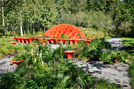 Dossier de presse | 837-10 - Communiqué de presse | The 16th International Garden Festival at Les Jardins de Métis / Reford Gardens will BUZZ in 2015! - International Garden Festival / Reford Gardens - Landscape Architecture -  CONE GARDEN BOCKSILI<br>by Livescape [Seungjong Yoo, Byoungjoon Kwon, Hyeryoung Cho, Yongchul Cho, Iltae Jeong, Jinhwan Kim, Soojung Yoon, Byoungjoon Kim]<br>Seoul, South Korea<br><br>Planted with the bottom on top, orange construction cones serve as planters, speakers and benches. An original way to construct, deconstruct and reconstruct our environment.<br><br>www.livescape.co.kr    - Crédit photo : Sylvain Legris
