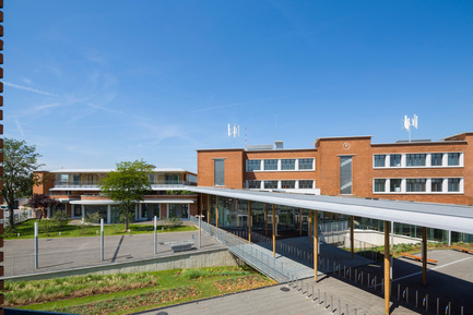 Press kit | 942-02 - Press release | Virtuous (re)cycle. A new secondary school in Le Bourget - Hubert & Roy architectes et associés - Institutional Architecture - general view<br> - Photo credit: Abbadie