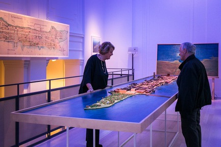 Press kit | 1436-01 - Press release | Luc Laporte, architecte. Réalisations & inédits - 1700 La Poste - Art - Madam Isabelle de Mévius and a visitor, looking at the model of Saint-Barnabé Island, exhibition view, Luc Laporte, architecte. Réalisations & inédits at 1700 La Poste, from october 17 2014 till january 17 2015. - Photo credit: Frederick Duchesne<br>