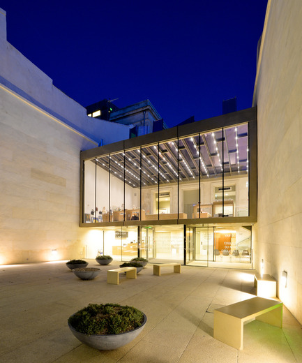 Press kit | 924-02 - Press release | Vincent van Gogh Foundation  Rehabilitation, extension. - Fluor Architecture - Institutional Architecture -  Main entrance volume at night  - Photo credit:    ©Fluor Architecture