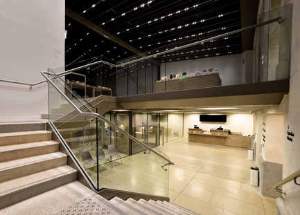 Press kit | 924-02 - Press release | Vincent van Gogh Foundation  Rehabilitation, extension. - Fluor Architecture - Institutional Architecture -  Box office and Shop at night  - Photo credit:  ©Fluor Architecture