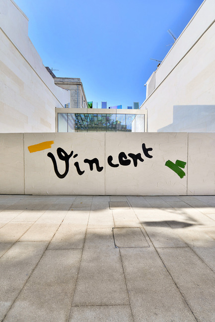"Press kit | 924-02 - Press release | Vincent van Gogh Foundation  Rehabilitation, extension. - Fluor Architecture - Institutional Architecture - The Fondation entrante gate_©Bertrand Lavier ""Vincent"" - Photo credit: ©Hervé Hôte"