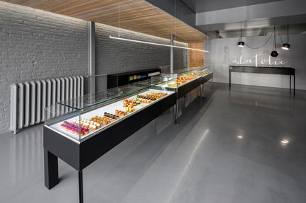Press kit | 1072-03 - Press release | Design of a pastry shop, storefront - Atelier Moderno & Anne Sophie Goneau - Commercial Architecture - Photo credit: Stéphane Groleau