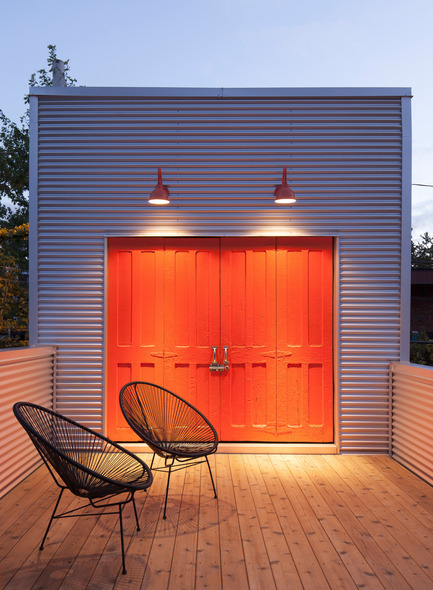 Press kit | 1113-03 - Press release | Maison De Gaspé - la SHED architecture - Residential Architecture - Office's terrace and exterior locker - Photo credit: Maxime Brouillet