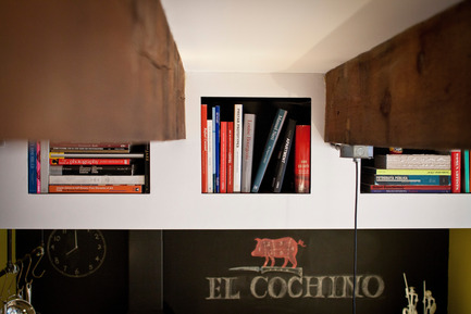 Press kit | 1608-01 - Press release | The Tire Shop Project - Mark+Vivi - Residential Architecture -  Book storage  - Photo credit:  Adrien Williams