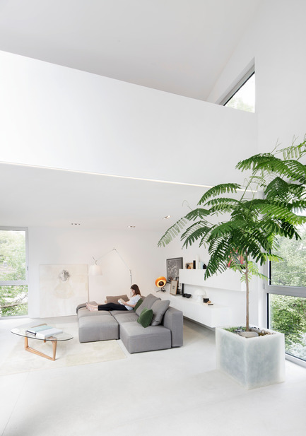 Press kit | 1560-01 - Press release | Holy Cross House - TBA / Thomas Balaban Architecte - Residential Architecture - Living room - Photo credit: Adrien Williams