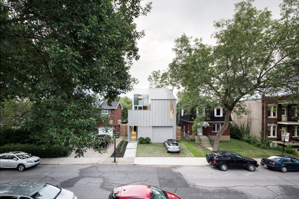 Press kit | 1560-01 - Press release | Holy Cross House - TBA / Thomas Balaban Architecte - Residential Architecture - Façade on Holy Cross - Photo credit: Adrien Williams