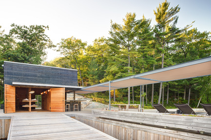 Press kit | 1600-01 - Press release | A Modern Boathouse in a Canadian Landscape - Weiss Architecture & Urbanism Limited - Residential Architecture - Looking into Boathouse Storage - Photo credit: Arnaud Marthouret