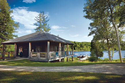 Press kit | 1095-02 - Press release | Spahaus and Trihaus: democratized access to contemporary architecture in nature - Fraternité-sur-Lac & YH2 - Real Estate -  CLUB DE LA POINTE - PRIVATE CLUB ON LAC SUPÉRIEUR<br>  - Photo credit:   Harold Fortin