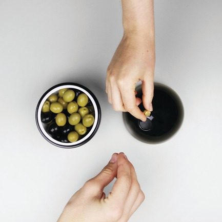 Press kit | 809-15 - Press release | Azure announces the finalists of the fifth annual AZ Awards - Azure Magazine - Competition - Interior Products: MPFXDesign: Oli the Olive Bowl, by Miguel Pinto Félix<br> - Photo credit:  AZ Awards 2015