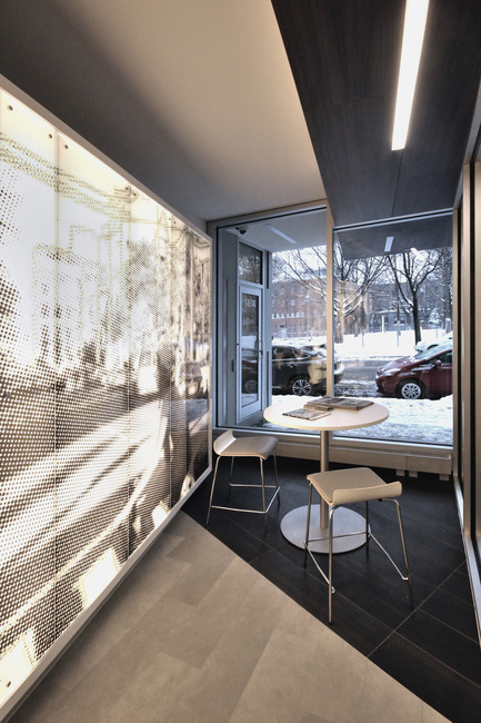 Press kit | 1170-01 - Press release | Mile-End Service Centre of the Caisse Desjardins des Versants du mont Royal - Cardin Ramirez Julien Inc. - Commercial Architecture - Backlit wall<br> - Photo credit: Vincent Audy