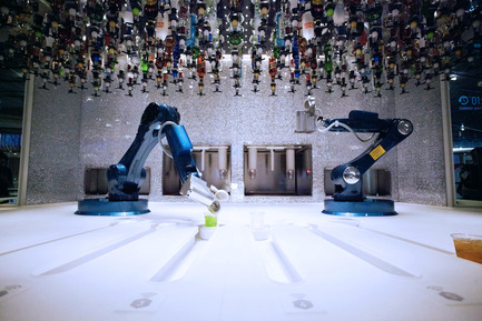 Press kit | 1109-05 - Press release | World's first crowd-controlled bar designed by Carlo Ratti Associati debuts on new 'smart' cruise ship - Carlo Ratti for Makr Shakr - Industrial Design - Makr Shakr Bionic Bar - Photo credit: Nicholas Marchesi