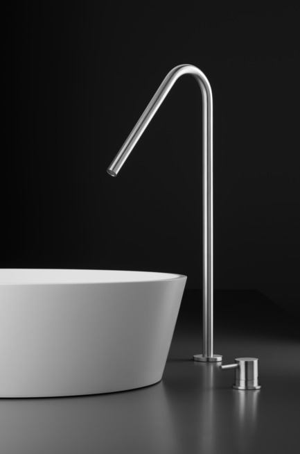 Press kit | 1161-01 - Press release | INOX stainless steel tapware series - New collection - Blu Bathworks - Product - Inox Spout TOX137 & TOX811R mixer - Photo credit: Blu Bathworks