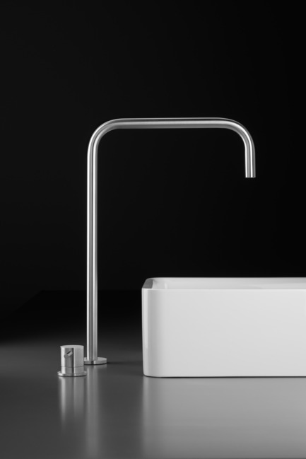 Press kit | 1161-01 - Press release | INOX stainless steel tapware series - New collection - Blu Bathworks - Product - Inox Collection - Photo credit: blu Bathworks