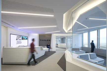 Press kit | 896-08 - Press release | Arte Charpentier Architectes designs and builds the new Thales head office in the Carpe Diem Tower, La Défense, Paris - Arte Charpentier Architectes - Commercial Interior Design - Thales Headquarters - reception hall -- Paris La Défense, France - Photo credit:  Hervé Abbadie