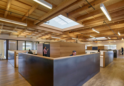 Press kit | 1733-01 - Press release | Studio VARA Adaptive Reuse Project Transforms Retail Building into New Open Office Space - Studio VARA - Commercial Architecture -         Open office bullpens are defined by steel partition walls. - Photo credit: Bruce Damonte