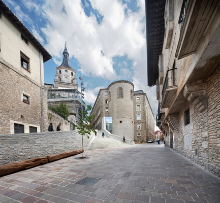 Press kit | 1830-01 - Press release | Announcing the winners of the 2015 FAD Architecture and Interior Design Awards - FAD - Fostering Arts and Design - Competition - Access improvement to Vitoria-Gasteiz Historic Centre by Fernando Tabuenca and Jesús Leache - Photo credit: José M. Cutillas, Rubén P. Bescós