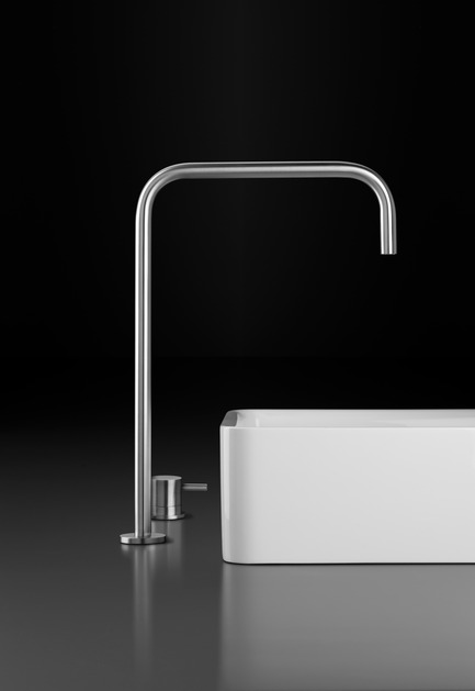 Press kit | 846-16 - Press release | Ceragres acquires Montréal-Les-Bains - Ceragres - Product -         Faucet: Inox Serie / Blu bathworks – Sink: Blu-Stone Box - Photo credit: Blu Bathworks