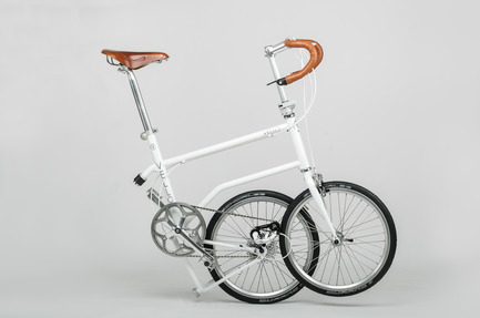 Press kit | 1833-01 - Press release | The first urban compact bike - VELLO bike - Industrial Design - VELLO Speedster - half folded - Photo credit: V.Kutinkov