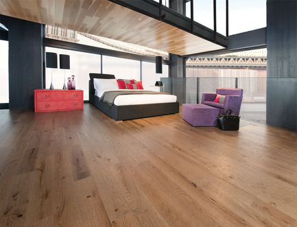Press kit | 1639-02 - Press release | The Imagine Collection from Mirage: designed to help hiding the marks and scuff of daily use - Mirage Hardwood Floors - Residential Interior Design -   Old Red Oak Seashell, Distressed Look<br>   - Photo credit: Mirage Hardwood Floors<br>