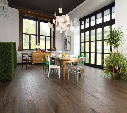 Press kit | 1639-02 - Press release | The Imagine Collection from Mirage: designed to help hiding the marks and scuff of daily use - Mirage Hardwood Floors - Residential Interior Design -   Old Red Oak Barn Wood, Distressed Look<br>   - Photo credit: Mirage Hardwood Floors