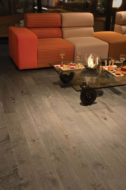 Press kit | 1639-02 - Press release | The Imagine Collection from Mirage: designed to help hiding the marks and scuff of daily use - Mirage Hardwood Floors - Residential Interior Design -  Old Maple Rock Cliff, Cork Look - Photo credit: Mirage Hardwood Floors<br>