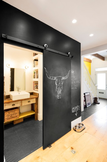 Press kit | 1608-02 - Press release | Grand Trunk Revival - Mark+Vivi - Residential Architecture - Bathroom - ground floor - Photo credit: Adrien Williams