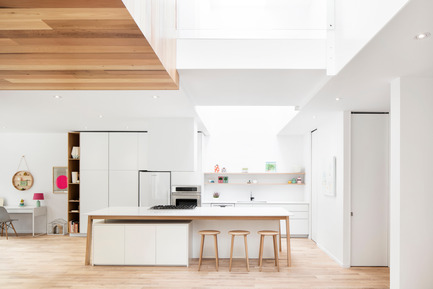 Press kit | 1077-03 - Press release | The C401 stoolA strong formal presence - Kastella - Industrial Design -  White oak counter C401 atmosphere<br>  - Photo credit: Adrien Williams<br>