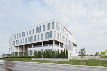 Press kit | 846-17 - Press release | Ceragres is celebrating its 25 years, looking toward the future - Ceragres - Product - Ventilated cladding / Headquarter Ordre des infirmières et des infirmiers du Québec - OIIQ, Montreal / Architects: Lemay  - Photo credit: Adrien Williams