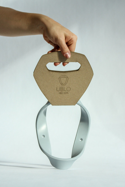 Press kit | 884-05 - Press release | HEC Project 2014 Edition - Faculty of Environmental Design of University of Montreal - Industrial Design - UBLO <br><br>UBLO clothing hanger's round shape recalls the natural curve of a collar therefore preventing any stretching.<br><br>Florence Girard-Laperrière<br>Laurence Gauthier<br>Mariko Samejima<br> - Photo credit: Laurent Trudel