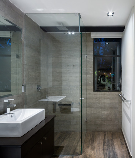 Press kit | 1825-01 - Press release | Just Be Apartments - Arqmov Workshop - Residential Architecture -  Bathroom - Photo credit: Rafael Gamo