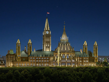 Press kit | 865-17 - Press release | Ottawa's Parliamentary Precinct, a jewel in the night - Lemay - Landscape Architecture - Photo credit: Lemay / Lightemotion
