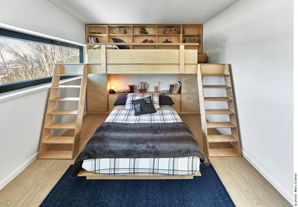 Press kit | 2054-01 - Press release | Laurentian Ski Chalet - RobitailleCurtis - Residential Architecture - Kid's bedroom with custom bunkbed designed by RobitailleCurtis - Photo credit: Marc Cramer