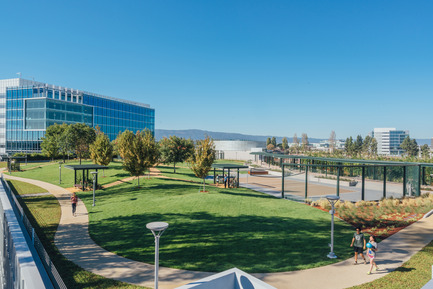 Press kit | 2041-01 - Press release | Silicon Valley's Newest Rooftop Park Brings Workplace Amenities to New Heights - DES Architects + Engineers - Landscape Architecture - Track and Greenspace - Photo credit: Gregory Cortez
