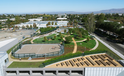 Press kit | 2041-01 - Press release | Silicon Valley's Newest Rooftop Park Brings Workplace Amenities to New Heights - DES Architects + Engineers - Landscape Architecture - View from Office Tower - Photo credit: Gregory Cortez