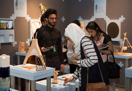 Press kit | 1604-06 - Press release | Design Days Dubai Completes It Fifth And Most Successful Edition To-Date - Design Days Dubai - Event + Exhibition - Students of VCU Qatar demonstrate their designs to Design Days Dubai visitors - Photo credit: Design Days Dubai 2016