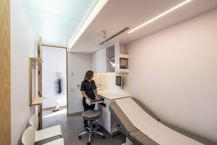 Press kit | 1142-04 - Press release | Clinique D diaphane: Light Therapy - L. McComber - Commercial Interior Design - Ergonomic examination rooms - Photo credit: Raphaël Thibodeau