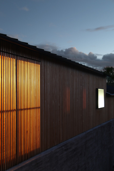 Press kit | 2112-01 - Press release | Brecon Estate Winery - Aidlin Darling Design - Commercial Architecture - Slatted wood rain screen acts like lantern at night - Photo credit: Adam Rouse