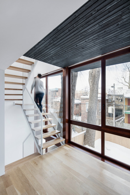 Press kit | 1633-02 - Press release | Hotel-de-Ville Residence - Architecture Microclimat - Residential Architecture - 2nd floor staircase - Photo credit: Adrien Williams
